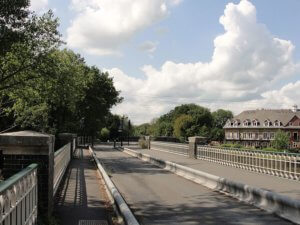old wey bridge at weybridge surrey