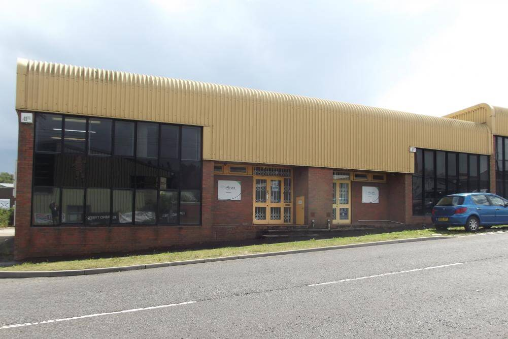 Storage and distribution property let at Grove Park, Alton